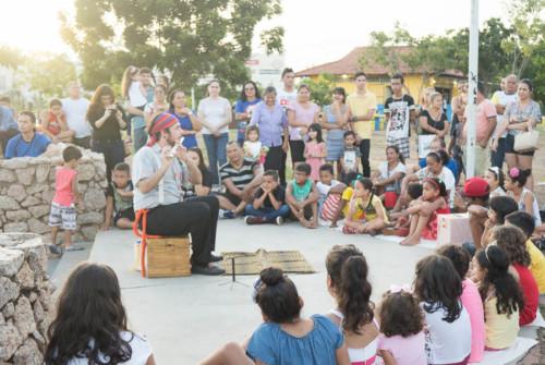 Contação de Histórias na Praça Aluízio Ferreira