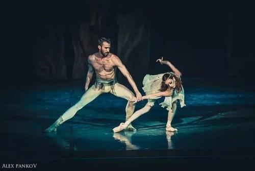 Aulas gratuitas com bailarinos da Rússia